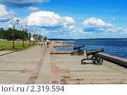 Купить «Пушки на набережной онежского озера в Петрозаводске», фото № 2319594, снято 17 июня 2006 г. (c) Михаил Марковский / Фотобанк Лори