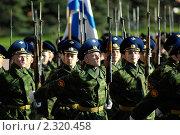 Купить «Строй марширующих солдат. Москва. Репетиция парада Победы», фото № 2320458, снято 27 апреля 2010 г. (c) Alexander Mirt / Фотобанк Лори