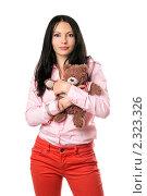 Молодая брюнетка с плюшевым мишкой, фото № 2323326, снято 3 октября 2009 г. (c) Сергей Сухоруков / Фотобанк Лори