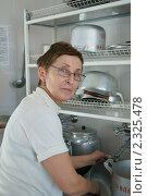 Купить «На кухне. Буфетчица военного госпиталя», эксклюзивное фото № 2325478, снято 1 февраля 2011 г. (c) Валерия Попова / Фотобанк Лори