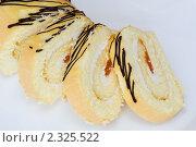 Купить «Бисквитный рулет с абрикосовой начинкой», эксклюзивное фото № 2325522, снято 7 февраля 2011 г. (c) Шичкина Антонина / Фотобанк Лори