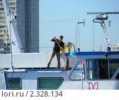 Купить «Матрос, моющий палубу на корабле», эксклюзивное фото № 2328134, снято 20 сентября 2010 г. (c) lana1501 / Фотобанк Лори