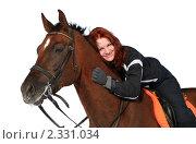 Купить «Улыбающаяся девушка на рыжем коне на белом фоне», фото № 2331034, снято 7 марта 2010 г. (c) Наталия Кузнецова / Фотобанк Лори