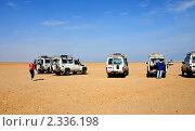 Джипы в пустыне, Египет (2010 год). Редакционное фото, фотограф Васильева Татьяна / Фотобанк Лори