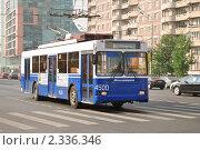 Купить «Троллейбус на Дмитровском шоссе», эксклюзивное фото № 2336346, снято 5 августа 2010 г. (c) Алёшина Оксана / Фотобанк Лори