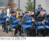 Оркестр играет осенью на улице (2008 год). Редакционное фото, фотограф Евгения Нижегородцева / Фотобанк Лори