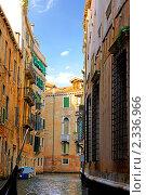 Купить «Венеция. Узкая улочка», фото № 2336966, снято 23 августа 2010 г. (c) Vitas / Фотобанк Лори