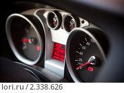 Купить «Приборная панель  автомобиля», фото № 2338626, снято 23 января 2011 г. (c) Руслан Керимов / Фотобанк Лори