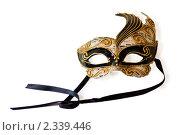 Венецианская маска на белом фоне. Редакционное фото, фотограф Роман Богдановский / Фотобанк Лори