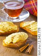 Купить «Горячие бутерброды с яблоками, сыром и корицей», эксклюзивное фото № 2343778, снято 10 февраля 2011 г. (c) Давид Мзареулян / Фотобанк Лори