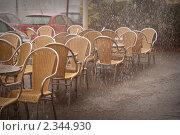 Уличное кафе под дождем. Стоковое фото, фотограф Svetlana Yudina / Фотобанк Лори
