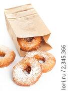 Купить «Пончики в сахарной пудре на белом фоне», фото № 2345366, снято 9 февраля 2011 г. (c) Лисовская Наталья / Фотобанк Лори