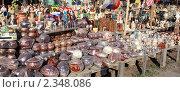 Купить «Продажа сувениров и элементов ландшафтного дизайна», фото № 2348086, снято 7 мая 2010 г. (c) Alechandro / Фотобанк Лори