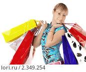 Купить «Женщина с пакетами в руках», фото № 2349254, снято 15 ноября 2018 г. (c) Buka / Фотобанк Лори