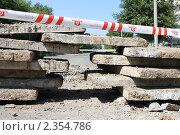 Бетонные плиты на дороге (2010 год). Редакционное фото, фотограф Владислав Бурнашев / Фотобанк Лори