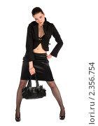Купить «Девушка в черном костюме держит сумку», фото № 2356754, снято 19 августа 2018 г. (c) Corwin / Фотобанк Лори