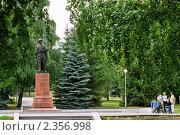 Купить «Сад Александра Матросова. Уфа», фото № 2356998, снято 5 июля 2009 г. (c) Владимир Ковальчук / Фотобанк Лори