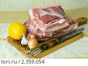 Купить «Куски свежего мяса на декоративной доске», фото № 2359054, снято 17 февраля 2011 г. (c) Владимир Фаевцов / Фотобанк Лори