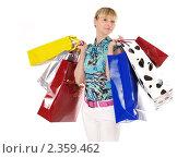 Купить «Женщина с пакетами в руках», фото № 2359462, снято 15 ноября 2018 г. (c) Buka / Фотобанк Лори