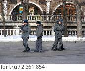 Купить «Милиционеры на работе в Александровском саду , Москва», эксклюзивное фото № 2361854, снято 12 марта 2009 г. (c) lana1501 / Фотобанк Лори