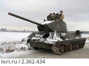 Купить «Танк Т-34 - имитация, собран на базе современного бронетранспортера для участия в реконструкции боевых действий», эксклюзивное фото № 2362434, снято 27 января 2008 г. (c) Литвяк Игорь / Фотобанк Лори