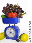 Купить «Фрукты и овощи на весах», фото № 2363778, снято 23 февраля 2011 г. (c) Юлия  Лесина / Фотобанк Лори