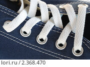 Купить «Шнуровка на кедах», фото № 2368470, снято 25 февраля 2011 г. (c) Сергей Куров / Фотобанк Лори