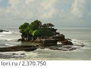 Купить «Храм на воде Танах Лот, Бали, Индонезия», фото № 2370750, снято 26 сентября 2010 г. (c) Юлия Бабкина / Фотобанк Лори
