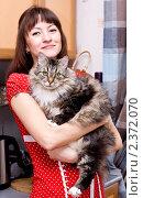 Купить «Женщина в красном платье и её большой кот», фото № 2372070, снято 27 февраля 2011 г. (c) Darkbird77 / Фотобанк Лори