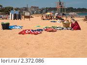 Вещи на пляже (2009 год). Редакционное фото, фотограф Elena Monakhova / Фотобанк Лори