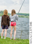 Купить «Две девочки ловят рыбу удочкой», эксклюзивное фото № 2377046, снято 9 мая 2010 г. (c) Игорь Низов / Фотобанк Лори
