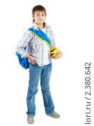 Купить «Мальчик с мячом и рюкзаком», фото № 2380642, снято 20 марта 2009 г. (c) Ольга Красавина / Фотобанк Лори