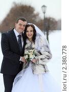 Купить «Свадебная пара», эксклюзивное фото № 2380778, снято 15 января 2011 г. (c) Дмитрий Неумоин / Фотобанк Лори