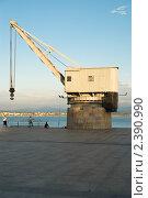 Купить «Старый кран – один из символов Сантандера», фото № 2390990, снято 30 июня 2009 г. (c) Elena Monakhova / Фотобанк Лори