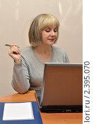 Бизнес-леди за рабочим столом. Стоковое фото, фотограф Вероника Суровцева / Фотобанк Лори