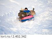 Папа с сыном катаются со снежной горки. Стоковое фото, фотограф юлия юрочка / Фотобанк Лори