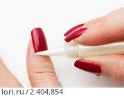 Купить «Женщина ухаживает за ногтями», фото № 2404854, снято 25 сентября 2010 г. (c) Сергей Новиков / Фотобанк Лори