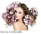Купить «Девушка с кудрявыми волосами», фото № 2412206, снято 1 марта 2011 г. (c) Валуа Виталий / Фотобанк Лори