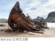 Купить «Кладбище заброшенных кораблей на берегу около посёлка Териберка, Мурманской области», фото № 2413338, снято 12 июля 2010 г. (c) Михаил Иванов / Фотобанк Лори