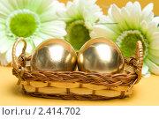 Купить «Пасхальные золотые яйца», фото № 2414702, снято 4 апреля 2020 г. (c) Allika / Фотобанк Лори