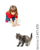 Купить «Девочка играет с котенком», фото № 2417470, снято 6 марта 2011 г. (c) Типляшина Евгения / Фотобанк Лори