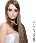 Купить «Красивая девушка с роскошными прямыми волосами», фото № 2418454, снято 9 марта 2011 г. (c) Валуа Виталий / Фотобанк Лори
