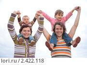 Купить «Счастливая семья с двумя детьми на фоне неба», фото № 2422118, снято 28 июля 2008 г. (c) Losevsky Pavel / Фотобанк Лори