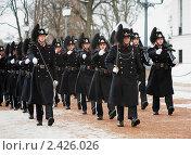 Купить «Марширующие норвежские королевские гвардейцы около королевского дворца в Осло», фото № 2426026, снято 7 марта 2011 г. (c) Михаил Марковский / Фотобанк Лори