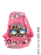 Купить «Ананас, очки и монисто, похожие на человеческую голову», фото № 2430498, снято 23 ноября 2019 г. (c) AlphaBravo / Фотобанк Лори