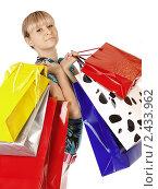Купить «Милая девушка с разноцветными пакетами», фото № 2433962, снято 15 ноября 2018 г. (c) Buka / Фотобанк Лори