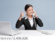 Купить «Молодая женщина в офисе разговаривает по телефону», фото № 2436626, снято 21 декабря 2010 г. (c) Александр Маркин / Фотобанк Лори