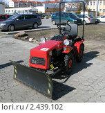 """Купить «Мини-трактор """"Беларус""""», фото № 2439102, снято 26 марта 2011 г. (c) Юлия Селезнева / Фотобанк Лори"""