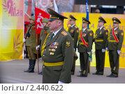 Командующий парадом, военный комиссар г. Ханты-Мансийска на параде 9 мая 2010 г. Редакционное фото, фотограф Александр Овчаров / Фотобанк Лори