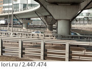 Купить «Автомобильное движение на улицах Москвы», фото № 2447474, снято 3 апреля 2011 г. (c) Михаил Иванов / Фотобанк Лори